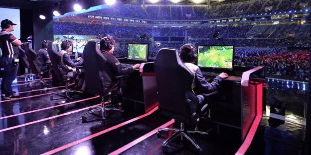 Thể thao điện tử - Esports là hình thức tổ chức cuộc thi chơi điện tử giữa nhiều người chơi